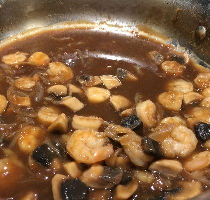 Sauté cambodgien crevettes et champignons